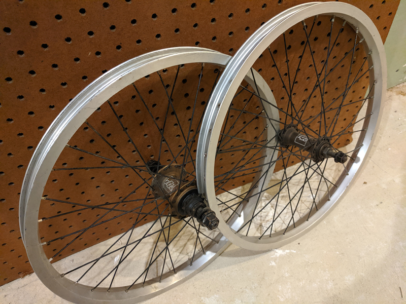 http://uploads.bmxmuseum.com/user-images/103998/wheels_08-09_dk_both5dfd1cc1bb.jpg