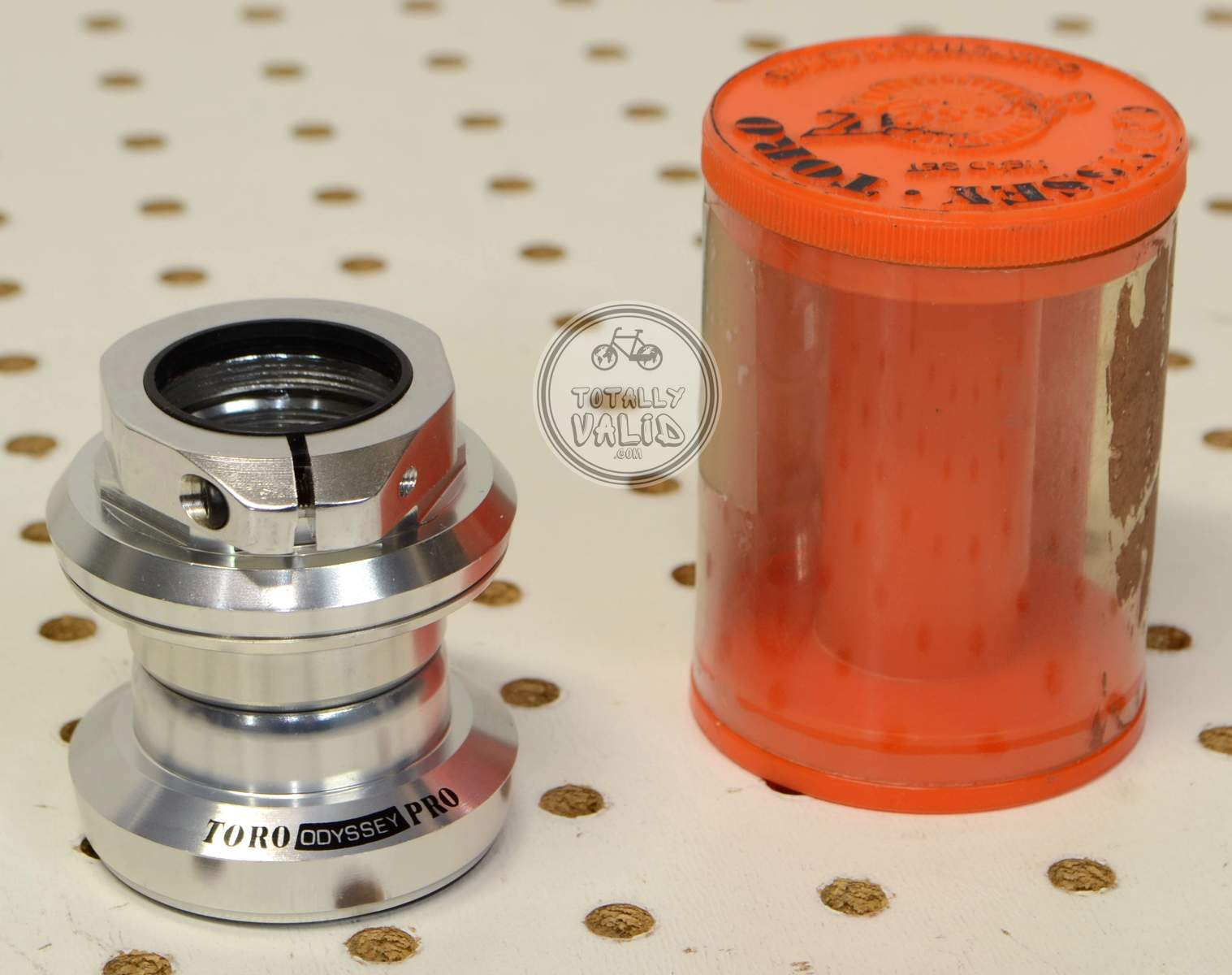http://uploads.bmxmuseum.com/user-images/17782/odyssey-toro-pro-needle-bearing-headset-os-threaded-vintage-mtb-parts-library.25c3bba33a8.jpg