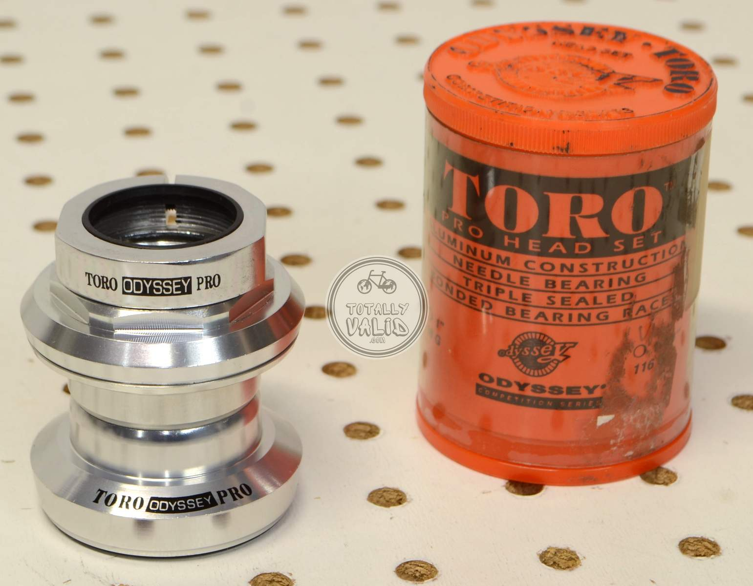 http://uploads.bmxmuseum.com/user-images/17782/odyssey-toro-pro-needle-bearing-headset-os-threaded-vintage-mtb-parts-library.75c3bba323a.jpg