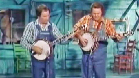 http://uploads.bmxmuseum.com/user-images/23392/roy-clark-duleing-banjos-1-480x2705c0fb1001c.jpg