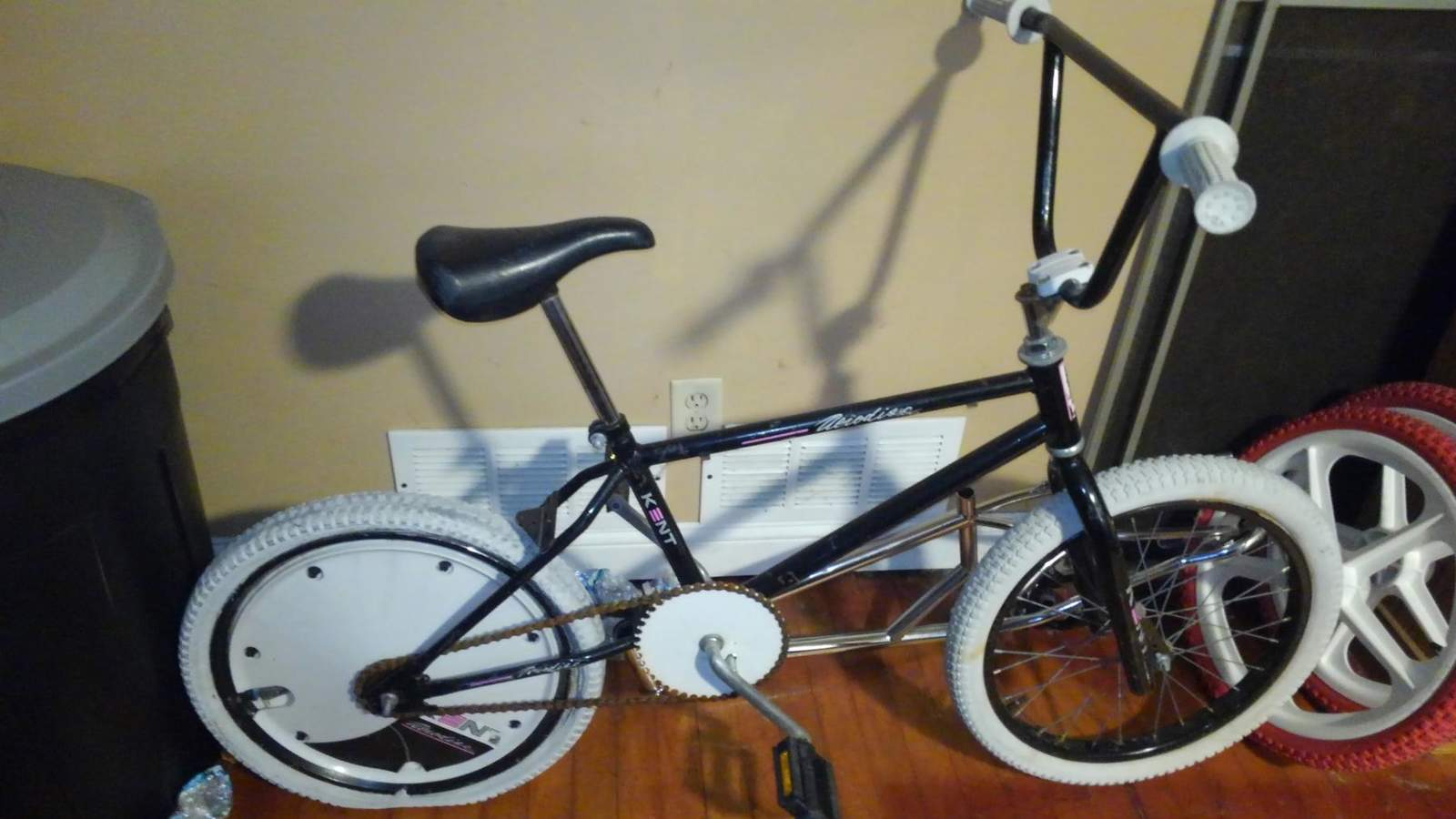 http://uploads.bmxmuseum.com/user-images/249774/kimg00155accbe8045_blowup5ad085931a.jpg