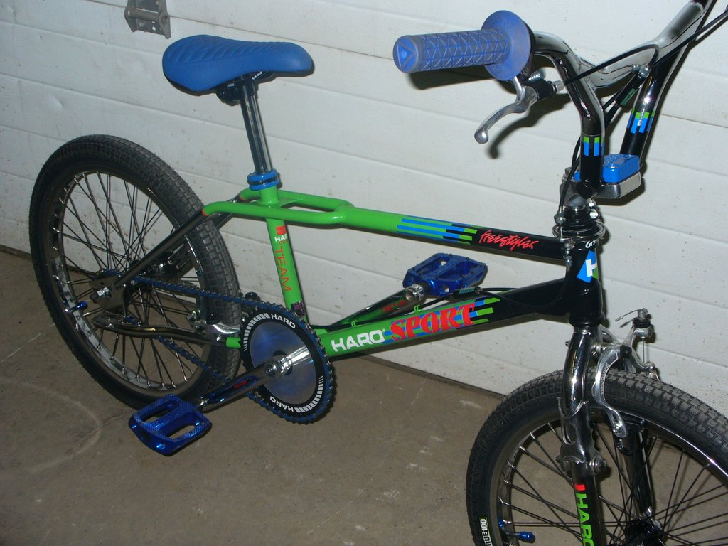http://uploads.bmxmuseum.com/user-images/36359/87_haro_sport_custom_016_blowup59b04c6125.jpg