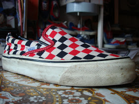 http://uploads.bmxmuseum.com/user-images/36359/vintage-vans-style-98-slip-on-tri-check-red-white-black-made-in-usa-80s-otwhtm-vavihp-used-8-656da770fec.jpg
