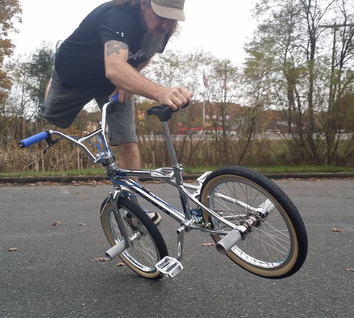 http://uploads.bmxmuseum.com/user-images/36734/slammerride-25be0e9a93f.jpg