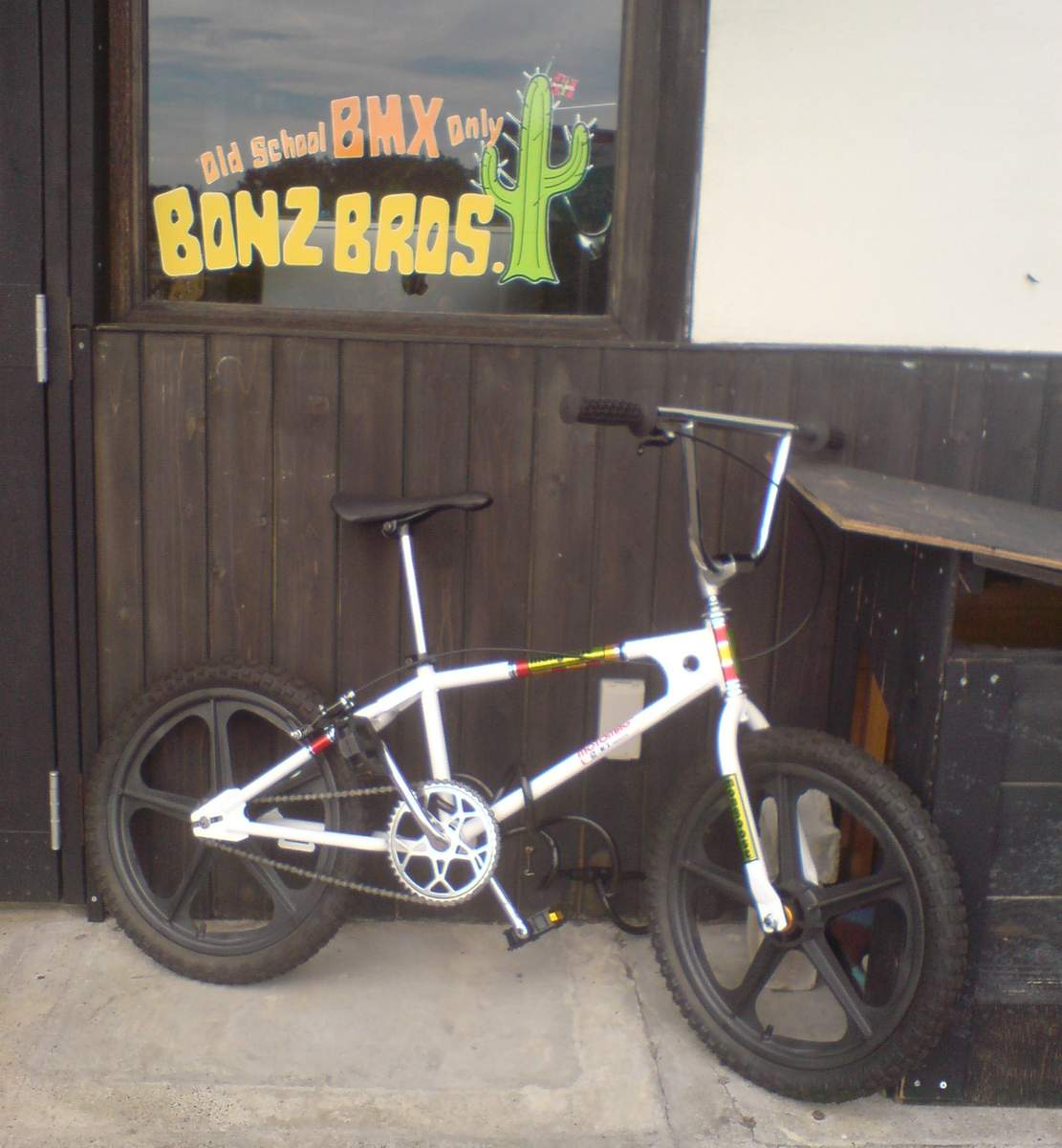 http://uploads.bmxmuseum.com/user-images/47558/bonz-bros-15960871b8b.jpg