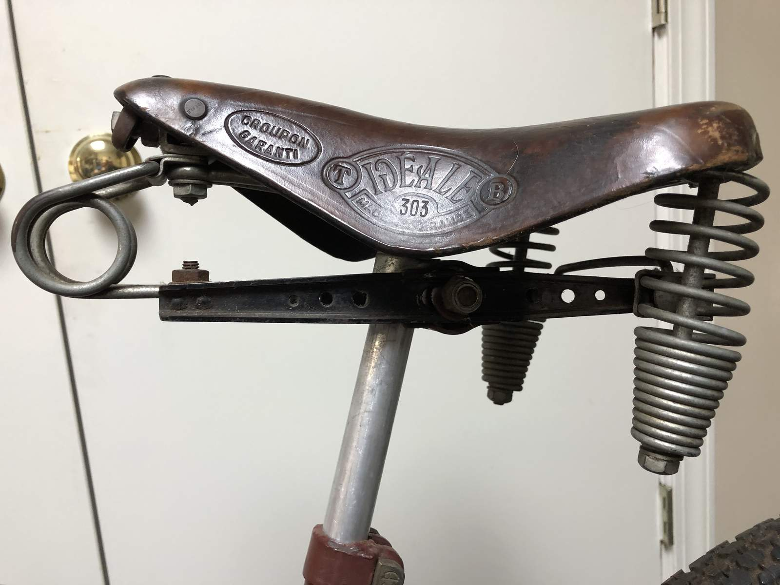 http://uploads.bmxmuseum.com/user-images/48413/saddle5de7db1d50.jpg