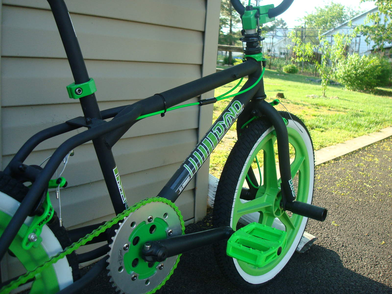 http://uploads.bmxmuseum.com/user-images/55127/1985-dyno-d-30---black--green-0185956928a0f.jpg