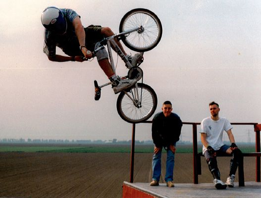 http://uploads.bmxmuseum.com/user-images/74614/am5dirtbros5c390745a6.jpg